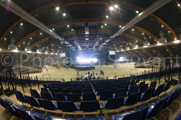 Montage de la scene du concert de johnny hallyday grand for Parc des expositions de metz