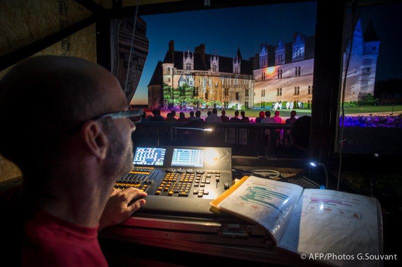 FRANCE - TOURS - CASTLE - SPECTACLE