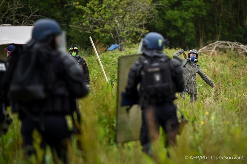 FRANCE-NDDL-ZAD-POLITICS-POLICE